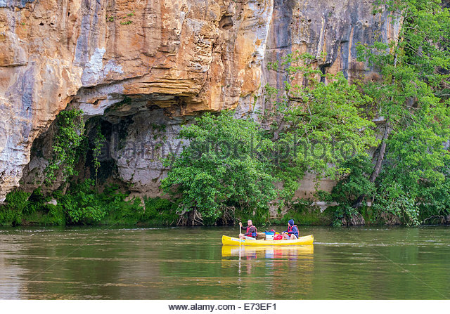 Canoeing on the Dordogne River near Domme, Dordogne Department, Aquitaine, France - Stock Image