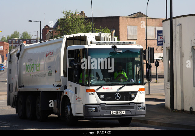 Dustbin lorry stock photos dustbin lorry stock images alamy - Veolia habitat services ...