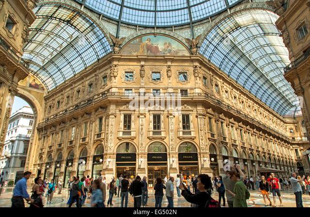 Atrium, shops and shoppers, Galleria Vittorio Emanuele, Milan, Italy - Stock Image