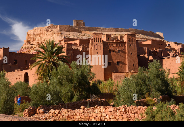 Blue Berber man at historic earthen ksar of ancient city fortress of Ait Benhaddou near Ouarzazate Morocco - Stock Image