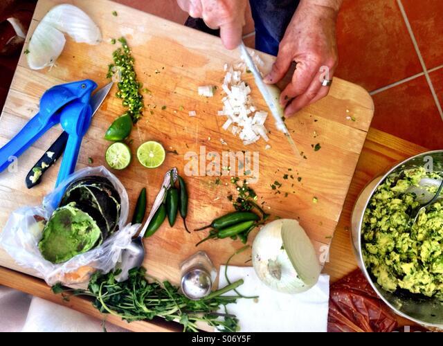 Making guacamole in Mexico - Stock Image