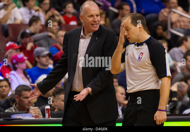 March 5, 2013: Philadelphia 76ers head coach Doug Collins talks things over with referee John Goble (30) during - Stock Image
