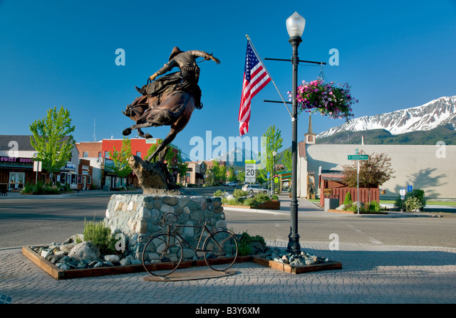 Downtown Joseph Oregon with Wallowa Mountains - Stock Image