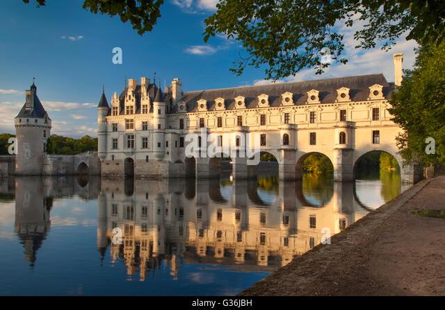 Evening sunlight on Château de Chenonceau and River Cher, Indre-et-Loire, Centre France - Stock Image