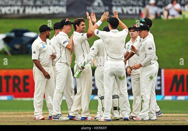 Hamilton, New Zealand. 25th Mar, 2017. March 25th 2017, Hamilton, New Zealand; The Blackcaps celebrate the wicket - Stock-Bilder