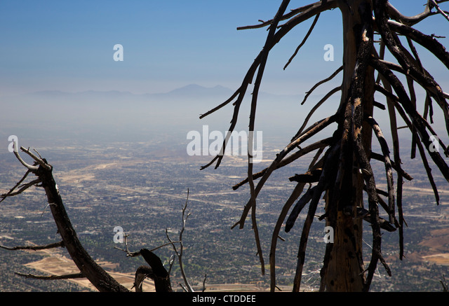 Air pollution in the San Bernardino Valley, east of downtown Los Angeles - Stock Image
