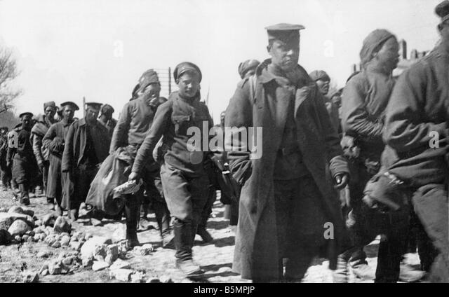 9 1916 3 18 A1 1 E Battle o Lake Naroch 1916 Rus prisoners World War I Eastern Front Defeat of Russian troops after - Stock-Bilder