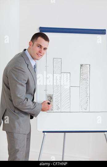 Businessman editing diagram - Stock Image