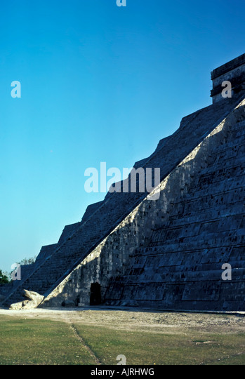 Equinox serpent shadow on the stairs of the castle pyramid, Chichen Itza Maya Ruins, Yucatan, Mexico, occurs September, - Stock Image