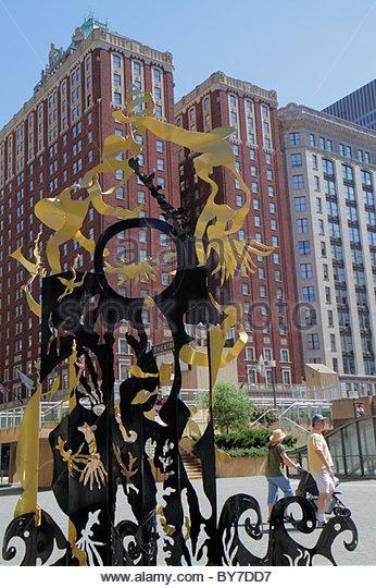 Baltimore Maryland Hopkins Plaza urban space public art sculpture metal Setsuko Ono artist man woman couple walking - Stock Image