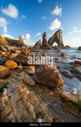 Evening light on the rock formations of Crohy Head, County Donegal, Ireland. - Stock Image