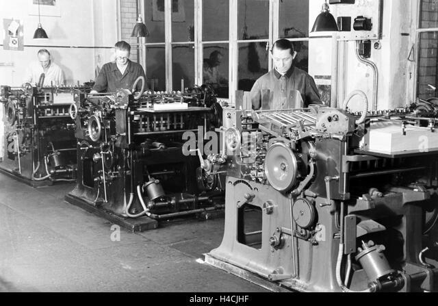 Ein Mitarbeiter der Firma M.A.N. bei der Arbeit, Deutsches Reich 1930er Jahre. An employee of the company M.A.N. - Stock Image