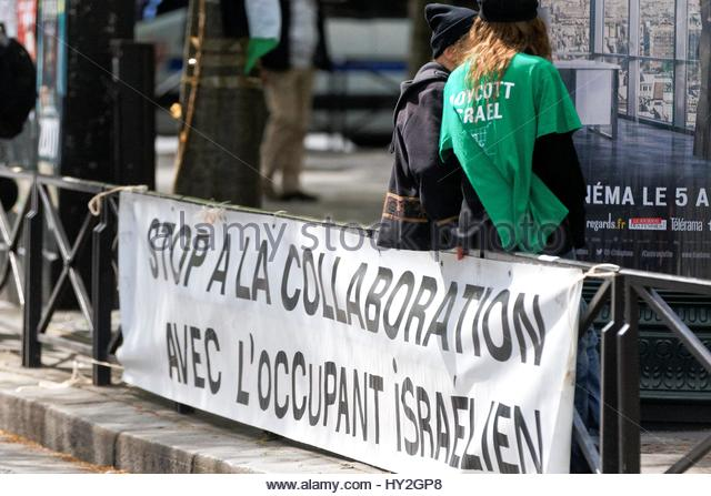 Paris, France. 1st Apr, 2017. A sign is on display as both supporters and opponents of the Israeli occupation of - Stock Image