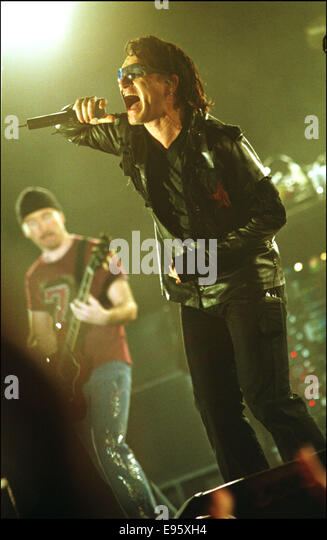 Irish rock band U2 in concert, GLASGOW SECC, Scotland, 28.08.01. - Stock Image