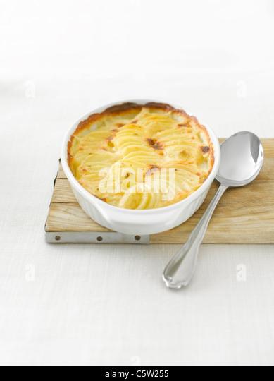 Potato gratin in casserole - Stock-Bilder