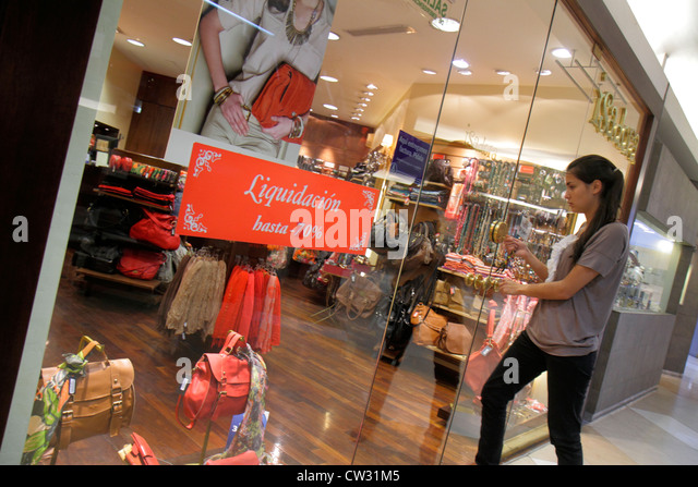 Mendoza Argentina Villa Nueva Mendoza Plaza Shopping mall shopping center centre business boutique store Isadora - Stock Image