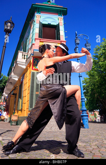 Fanny and Fabio dancers performing Tango, milonga and canyengue at Caminito, La Boca, Buenos Aires, Argentina. - Stock Image