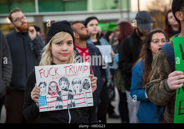 Detroit, Michigan, USA. 10th November, 2016. Students at Wayne State University protest the election of Donald Trump - Stock-Bilder
