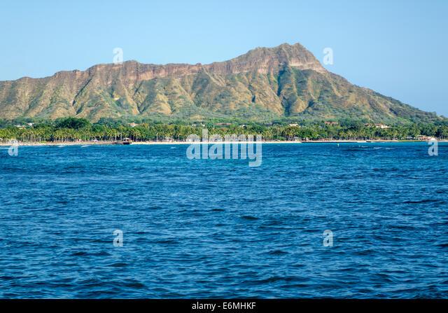 Hawaii Hawaiian Oahu Honolulu Waikiki Beach Pacific Ocean Waikiki Bay Diamond Head Crater extinct volcano mountain - Stock Image