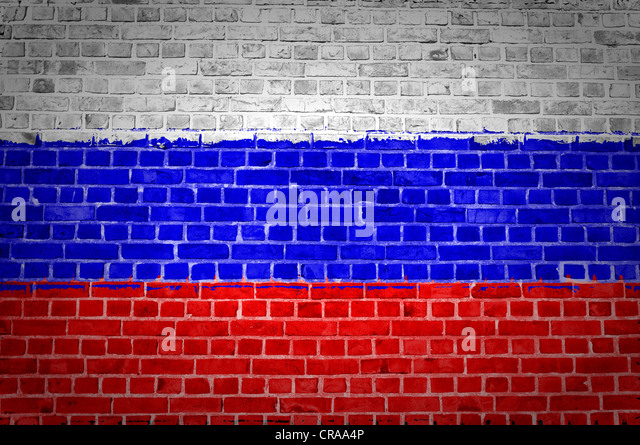 An image of the Russian Federation flag painted on a brick wall in an urban location - Stock Image