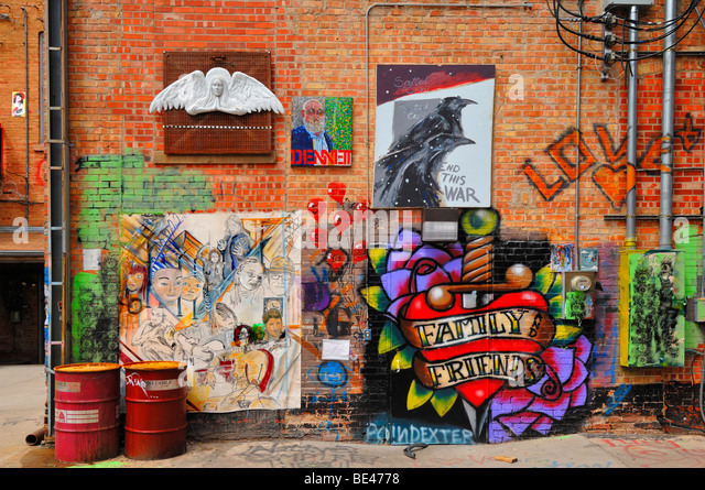 Art Alley is an ugly street in an attractive town. To overcome this problem the cityauthorities encouraged graffiti - Stock Image