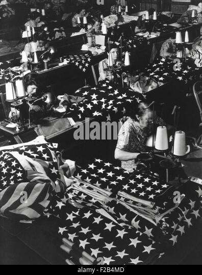 Women sewing American Flags in Brooklyn, New York City on July 24, 1940. Photo from the Records of Naval Districts - Stock-Bilder