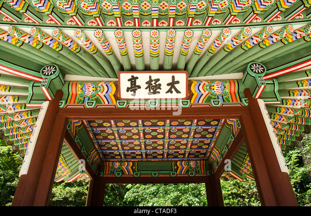 detail of wooden painted palace building seoul south korea - Stock Image