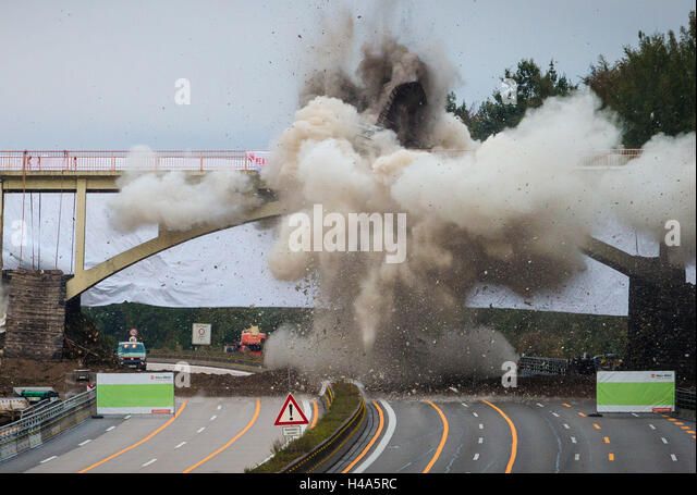 Sindelfingen, Germany. 15th Oct, 2016. The footbridge 'Rotes Steigle' is demolished over highway A8 near - Stock Image