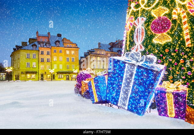 Outdoor snow christmas tree decoration with gifts, Warsaw, Poland - Stock Image
