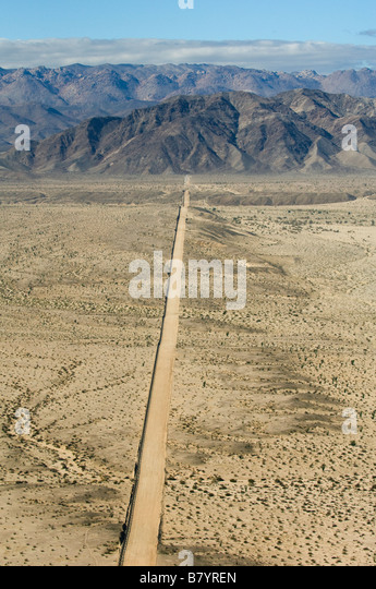 US Mexico Border Fence and access road, Yuha Desert, Imperial Valley, California, Looking West,  AERIAL - Stock-Bilder
