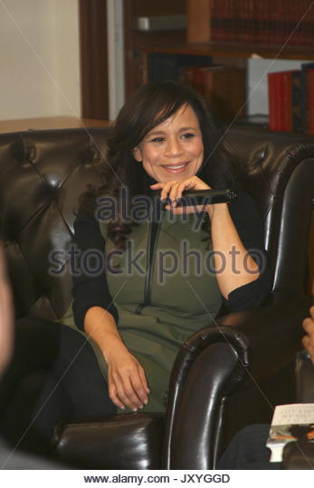 Rosie Perez. Rosie Perez signed copies of her 'Handbook for an Unpredictable Life' and participated in a - Stock Image