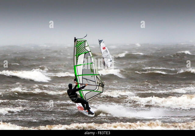 Troon, Ayrshire, UK. 05th Dec, 2015. As storm Desmond hammers the Ayrshire coast with high winds and heavy rain, - Stock-Bilder