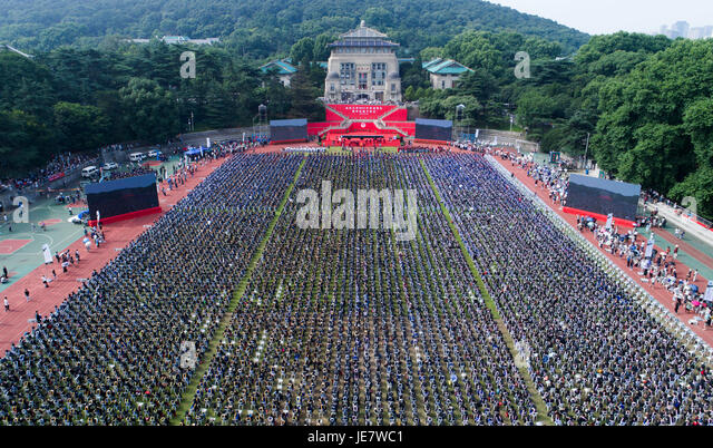 Wuhan. 22nd June, 2017. Aerial photo taken on June 22, 2017 shows the graduation ceremony of Wuhan University in - Stock-Bilder