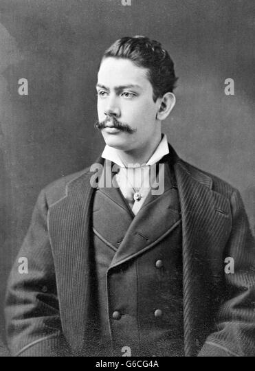 1890s TURN OF THE 20TH CENTURY PORTRAIT MAN WEARING THREE PIECE SUIT WING COLLAR AND CRAVAT - Stock Image