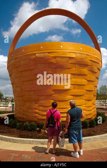 Ohio Frazeyburg Longaberger Homestead world's largest apple basket ft high - Stock Image