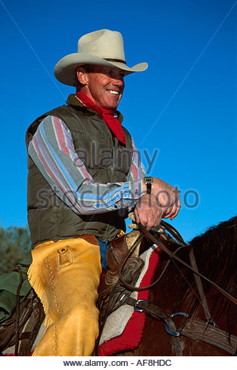 Arizona Sonora Desert Wickenburg Rancho de Los Caballeros Resort wrangler ready for trail ride - Stock Image