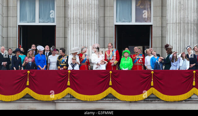 London, UK. 11th June, 2016. Members of the royal family view the fly-past on the balcony of Buckingham Palace during - Stock Image
