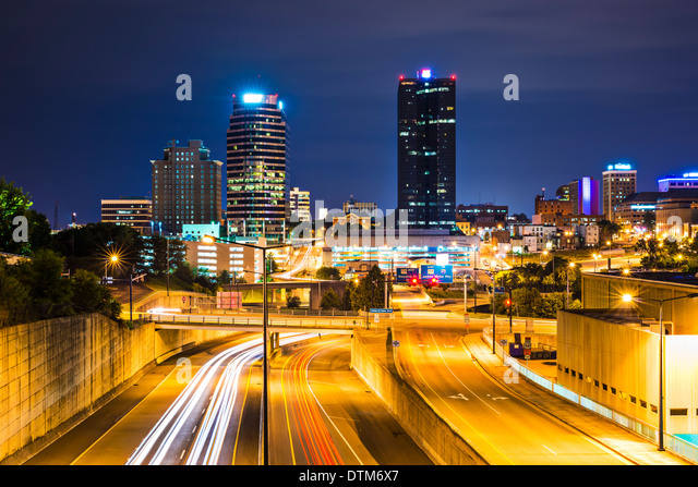 Knoxville, Tennessee, USA downtown at night. - Stock Image