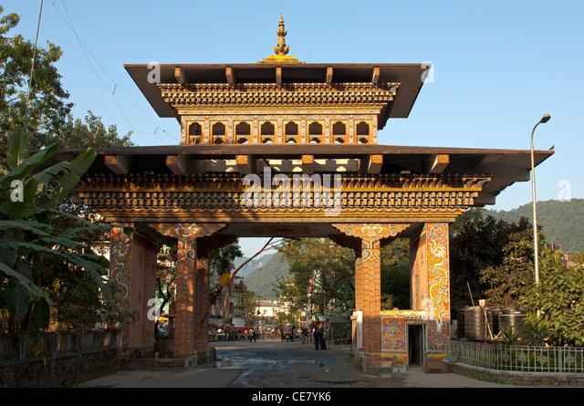 The Gate of Bhutan at the border between India and Bhutan at Jaigoan, West Bengal, India, and Phuentsholing, Bhutan - Stock Image
