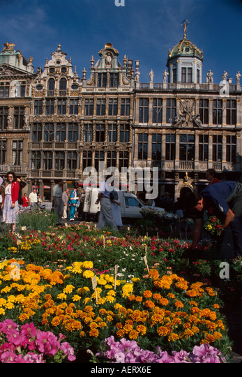 Belgium Brussels Grand Place Grote Markt Sunday flower market shoppers - Stock Image