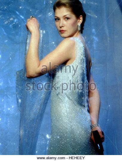 ROSAMUND PIKE JAMES BOND: DIE ANOTHER DAY (2002) - Stock Image