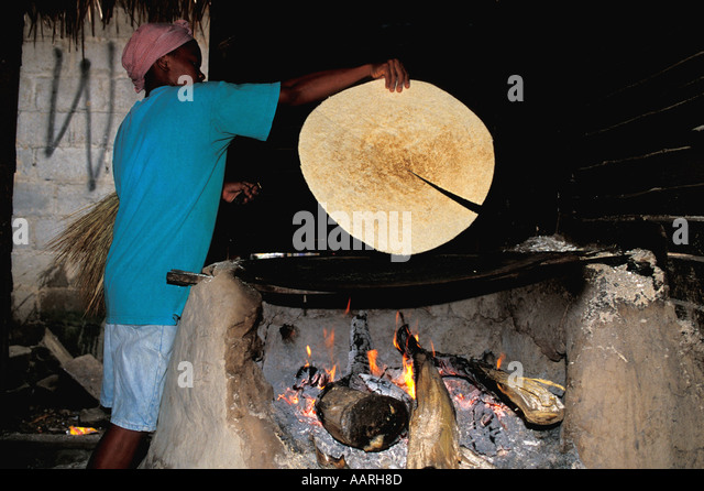 Honduras Baking Cassava Bread Over Open Fire Inside House - Stock Image