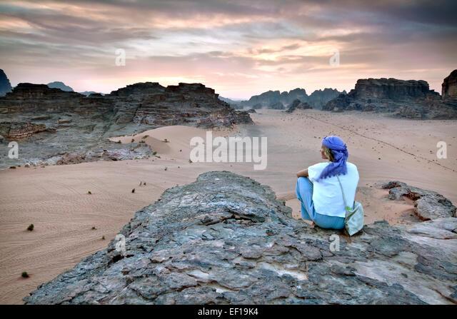 Girl overlooking Wadi Rum in Jordan - Stock Image