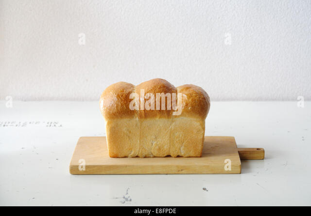 Loaf of bread on cutting board - Stock-Bilder