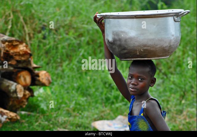 Girl with basket, Ivory Coast, West Africa - Stock Image