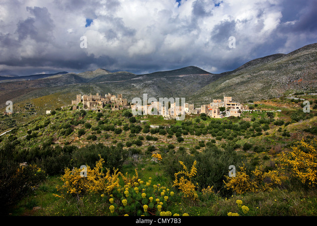 Mani region, Peloponnese, Greece. Maniat 'towerhouses' in Vatheia village, under an impressive cloudy sky, - Stock Image