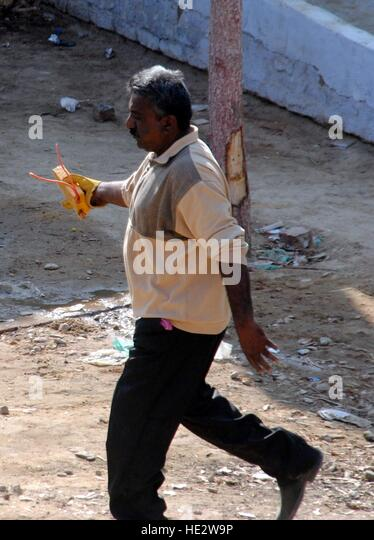 Hyderabad, Pakistan. 16th Dec, 2016. BDS employe carrying the defuse bomb at Imani Shah colony © Janali Laghari/Pacific - Stock Image