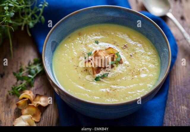 Parsnip soup with parsnip crisps - Stock Image