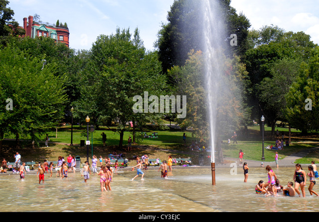 Massachusetts Boston Boston Common public park Frog Pond fountain water families summer activity children playing - Stock Image