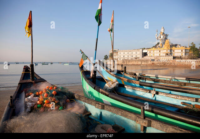 fishing boats at the beach in front of the Murudeshwar temple, Murudeshwar, Karnataka, India, Asia - Stock-Bilder